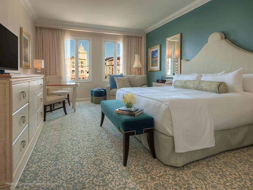 La cama king size del Loews Portofino