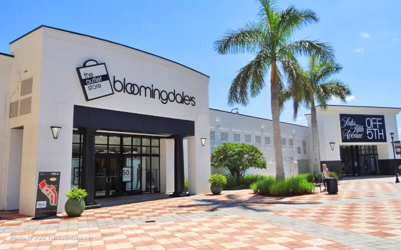 Colonnades at Sawgrass Mall: acá es donde hay marcas mas caras o exclusivas, pero con descuentos. The Oasis: es un sector abierto, con mas tiendas y restaurants (adicionales a los locales gastronomicos que encuentran en el Food Court), ademas del complejo de cines.